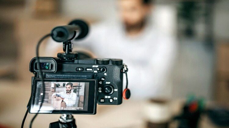 What Camera Equipment Do Youtubers Use? - Tips For Beginners