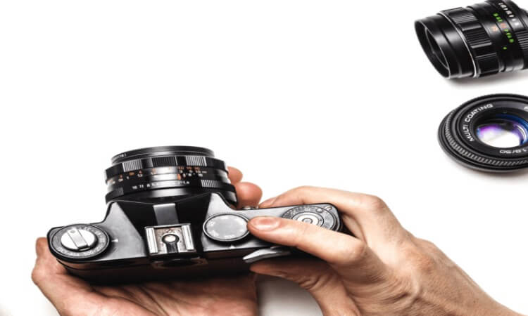 How Do Point And Shoot Cameras Differ From SLR Cameras