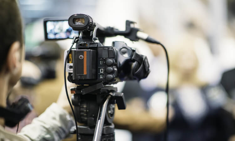How Much Should A Wedding Videographer Cost: Tips To Pick The Best One