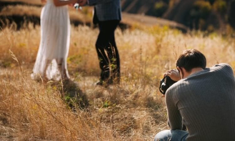 How Much To Charge For Wedding Photography: A Freelancer's Guide