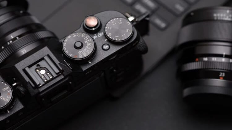 The 7 Best Compact Mirrorless Cameras